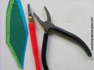 glass cutter with grozer pliers and green glass